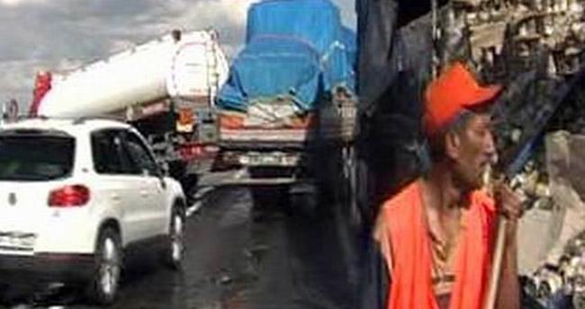 Konya'da tekeri patlayan tır'a tanker çarptı : 2 yaralı