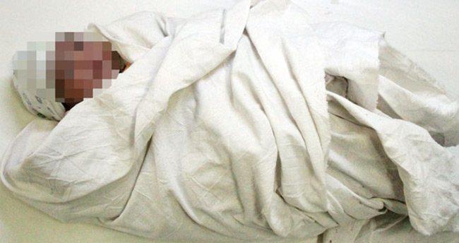 Konya'da üç haftalık bebek yatağında ölü bulundu!