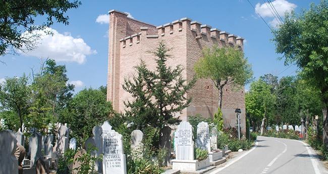 Konya'nın Kız Kulesi'ne sahip çıkılmıyor