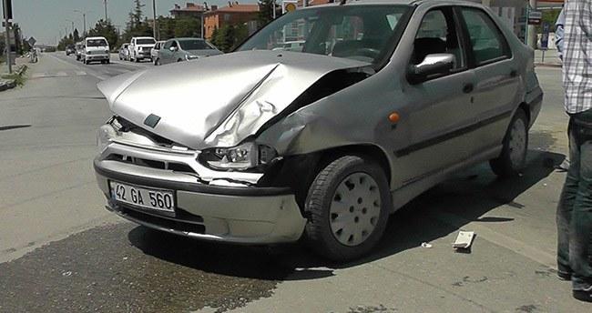Kulu'da minibüs ile otomobile çarpıştı