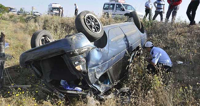 Otomobil Şarampole Takla Attı: 3 yaralı