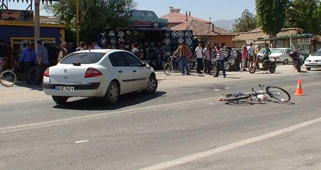Otomobilin çarptığı bisiklet sürücüsü hastanelik oldu