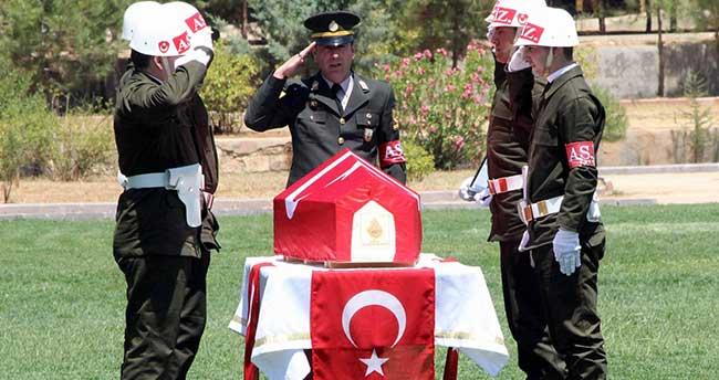 Şehit asker için tören