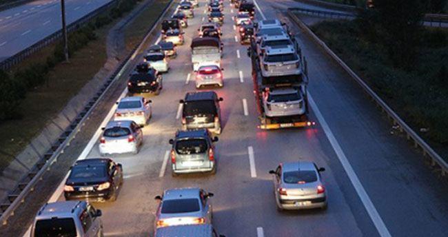 Tatilciler yola düştü, trafik yoğun başladı!
