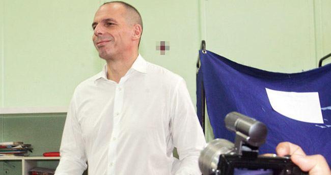 Yunanistan Maliye Bakanı Yanis Varoufakis istifa etti