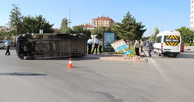Konya'da Servis Araçları Çarpıştı: 1 yaralı