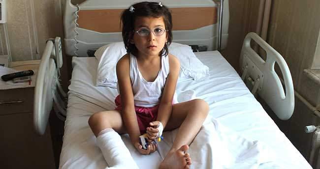 6 Parmaklı çocuğun bir parmağı ameliyatla alındı