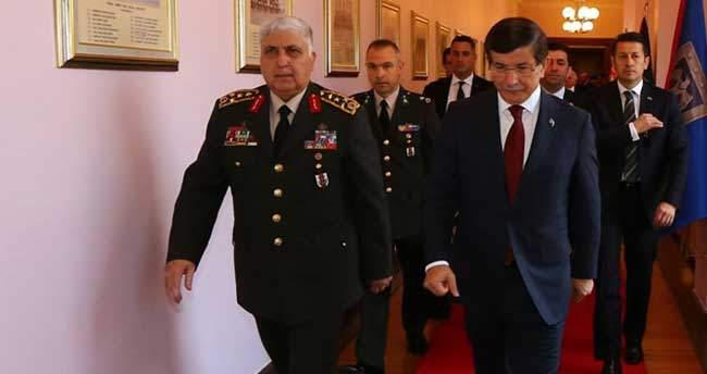 Ahmet Davutoğlu ve Genelkurmay Başkanı Orgeneral Özel ile görüştü