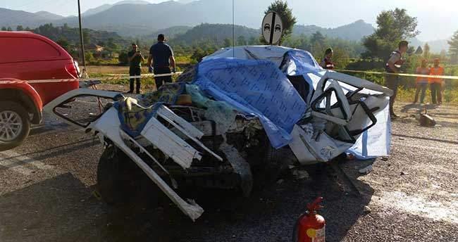 Antalya'daki trafik kazasında aynı aileden 5 kişi hayatını kaybetti