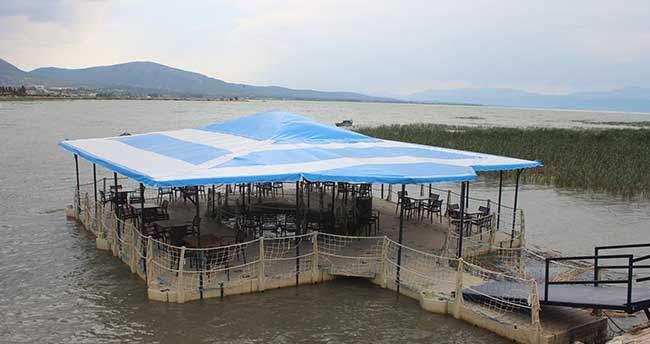 Beyşehir Gölü'nde yüzer kafe