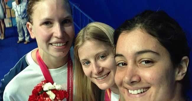 Dünya Masterlar Yüzme Şampiyonası'nda 4 madalya