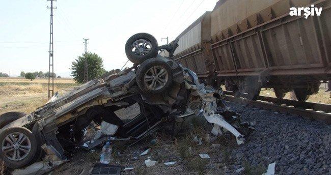 Hemzemin geçitte kaza: 2 ölü, 1 yaralı