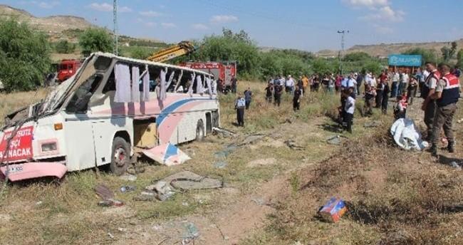 İşçileri taşıyan otobüs devrildi: Çok sayıda yaralı