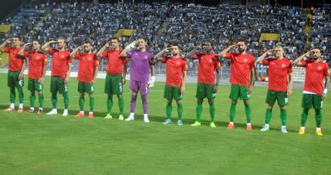 Karşıyakalı futbolculardan asker selamı
