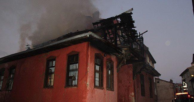 Konya'da Tarihi Ev Yandı