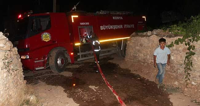 Konya'da ahır ve samanlık yangını