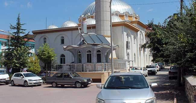 Konya'da camiye giren hırsızlık şüphelisi güvenlik kamerasına yakalandı