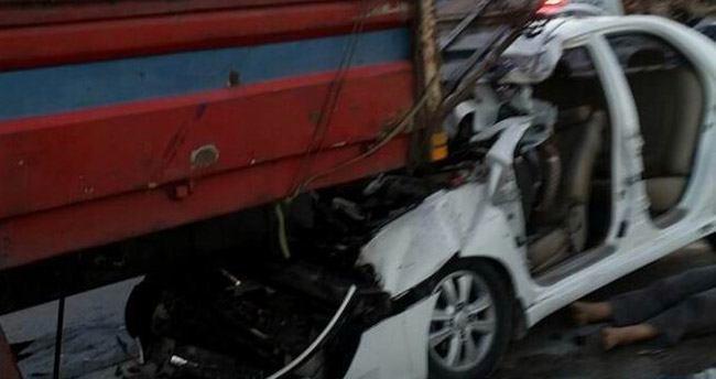 Konya'da otomobil kamyona çarptı : 3 ölü, 3 yaralı