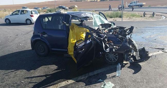 Konya'da otomobille traktör çarpıştı: 1 ölü, 2 yaralı