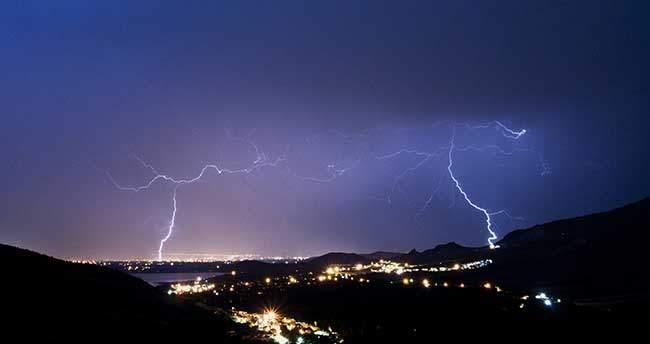 Konya'da şimşek gökyüzünü aydınlattı