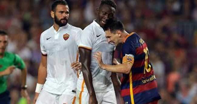 Messi rakibine kafa attı!