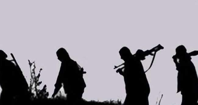 PKK'lı teröristler beş iş makinesı yaktı