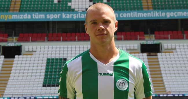 Torku Konyasporlu Holmen trafik kazası geçirdi