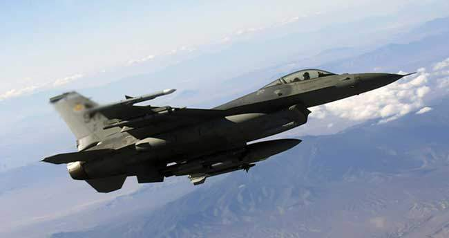 Türkiye sınırı yakınlarına savaş uçağı düştü!