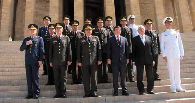Yüksek Askeri Şura üyeleri Anıtkabir'de