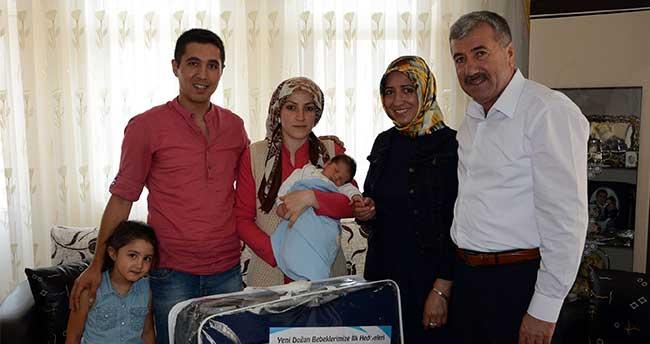 Akyurt Belediyesinden yeni doğan bebeklere hediye veriyor