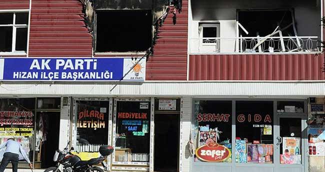 AK Parti Hizan İlçe Başkanlığına molotofkokteylli saldırı