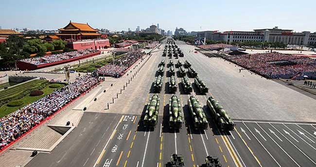 Çin Zafer Günü'nü 'dev' geçit töreniyle kutladı