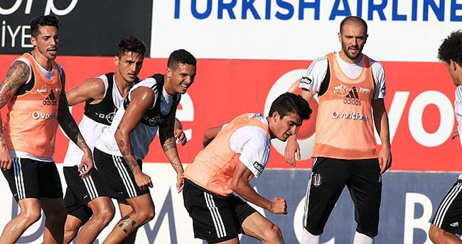 Beşiktaş'ta Başkan Orman antrenmanı izledi