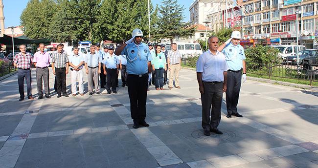Beyşehir'de Zabıtadan Karanfilli Kutlama