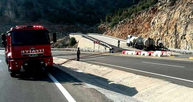 Konya'da asfalt yüklü tankerde çıkan yangın söndürüldü