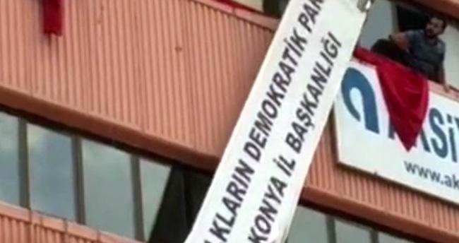Konya'da HDP İl Başkanlığı Tabelası Söküldü