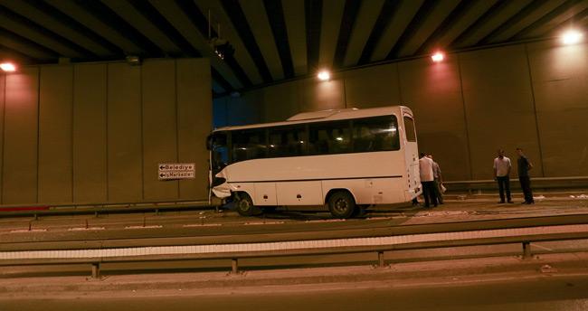 Konya'da servis midibüsü duvara çarptı: 15 yaralı
