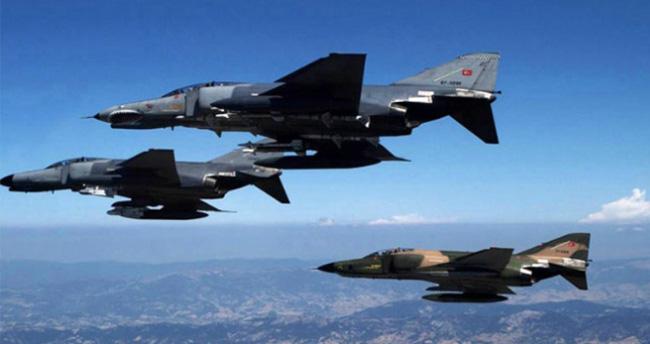 Kuzey Irak'ta Operasyon : Terör kampları vuruldu 60 terörist öldürüldü !