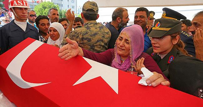 Şehit Çakır Kürtçe ağıtlarla son yolculuğuna uğurlandı