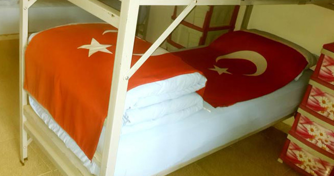 Dağlıca şehitlerinin yataklarına Türk bayrağı