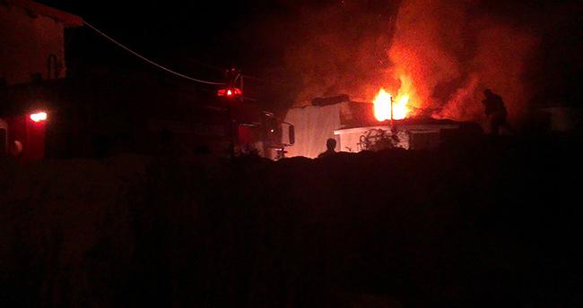 Konya Karapınar'da Ahır Yangını