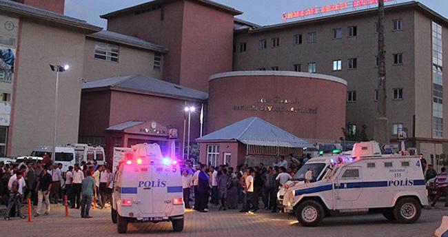 Hakkari'de polis aracına bombalı saldırı: 2 şehit