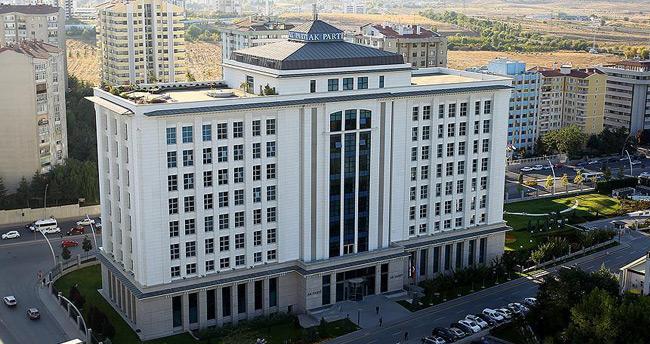 '3 dönem kuralı'na takılan 70 AK Parti'liden 24'ü yeniden aday oldu