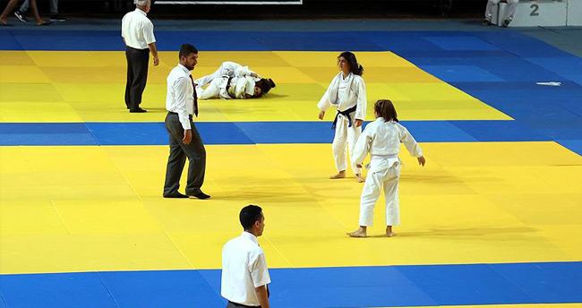 Genç judoculardan 4 madalya