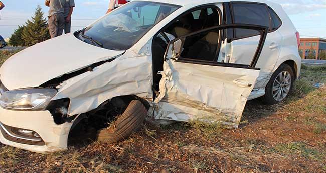 Yeni Evlenen Çift Balayı Dönüşü Kaza Yaptı: 3 yaralı
