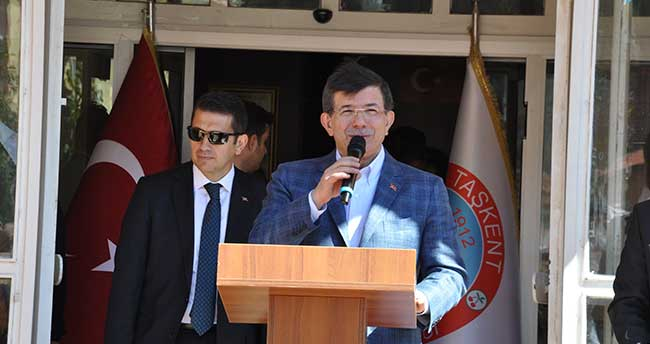 Davutoğlu, Taşkent'i ziyaret etti