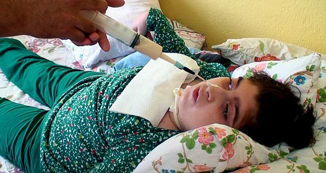 Konya'da 14 Yaşındaki Engelli Gülce Burnundan Besleniyor