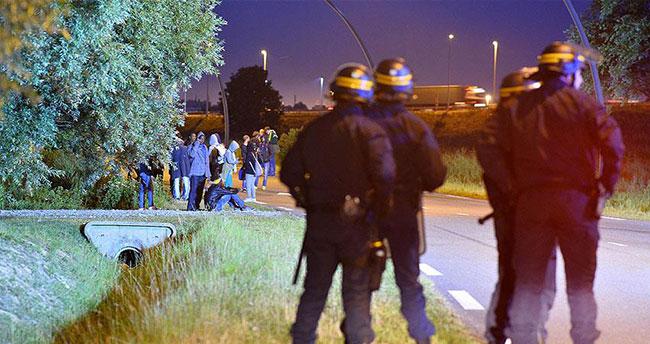 Fransa'da göçmenler tünel kapattı