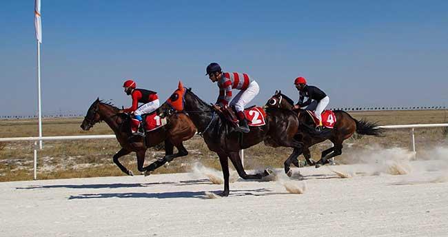 Konya'da Mahalli At Yarışları Yapıldı