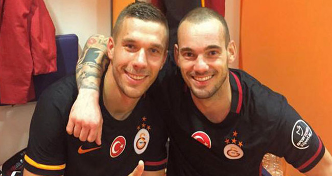 Podolski'den taraftara: Seni sevmeyen ölsün